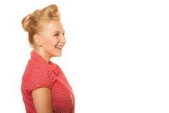 Blondes Mädchen Pin-oben mit dem Retro- Haarbrötchen lokalisiert Stockbild