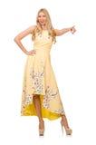 Blondes Mädchen in reizend Kleid mit Blume druckt Lizenzfreie Stockbilder