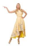 Blondes Mädchen in reizend Kleid mit Blume druckt Stockbild