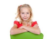 Blondes Mädchen wirft auf Lizenzfreies Stockfoto