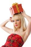 Blondes Mädchenholding-Weihnachtsgeschenk Stockfotografie