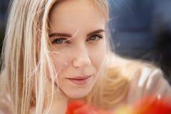 Blondes Mädchenlächeln Lizenzfreies Stockbild