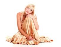 Blondes Mode-Modell-Kleid der Frau lokalisiert Lizenzfreies Stockfoto