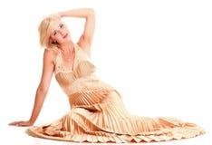 Blondes Mode-Modell-Kleid der Frau lokalisiert Stockfotos