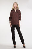 Blondes Modemädchen in der schwarzen Hose und in der Bluse Lizenzfreie Stockfotos