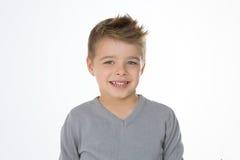 Blondes nettes Kind auf lokalisiertem Hintergrund Stockbild