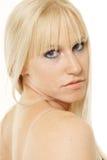 Blondes Schauen über Schulter Lizenzfreie Stockbilder