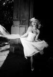 Blondes Schwarzweiss-glückliches Lizenzfreies Stockbild
