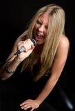 Blondes singendes Mädchen Stockbilder