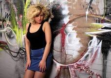 Blondes städtisches Schätzchen Stockfotos
