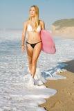 Blondes Surfer-Mädchen Stockfotos