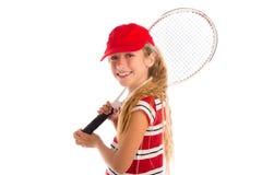 Blondes Tennismädchen mit Auflage und dem roten Kappenlächeln Stockbild