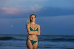 Blondes weibliches vorbildliches At The Beach Lizenzfreies Stockbild