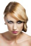 Blondes Weinlesemädchenportrait, ist sie attraktiv Lizenzfreie Stockbilder