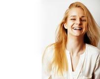 Blondes wirkliches Mädchen der Junge recht, das etwas an der weißen Kopie darstellt Stockfoto
