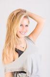 Blondes yougn Frauenlächeln Stockfoto