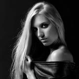 Blondevrouw in jasje Stock Afbeelding