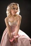 Blondine in den Handschellen Lizenzfreies Stockfoto