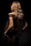 Blondine in der Dunkelheit Lizenzfreie Stockbilder