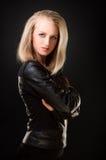 Blondine in der Lederjacke Stockfotos