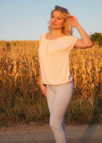 Blondine in der Sonne Lizenzfreie Stockfotos