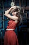 Blondine in einem roten Kleid Lizenzfreies Stockbild