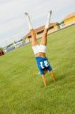 Blondine im blauen Fußball Jersey Lizenzfreies Stockfoto