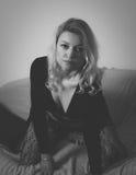 Blondine im Bolero Lizenzfreie Stockfotografie
