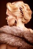 Blondine im Pelz Stockbilder