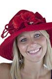 Blondine im roten Hut getrennt auf Weiß Lizenzfreies Stockfoto
