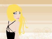 Blondine im Schwarzen auf einem Hintergrund des Gänseblümchenhonigs Stockbild