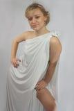 Blondine im Studio im weißen Kittel Lizenzfreie Stockfotografie