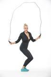 Blondine mit überspringendem Seil Stockfotografie
