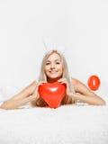 Blondine mit Ballonen Lizenzfreie Stockbilder