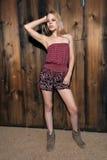 Blondine mit bloßen Schultern Lizenzfreie Stockfotografie