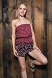 Blondine mit bloßen Schultern Lizenzfreies Stockfoto