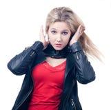 Blondine mit dem flüssigen Haar Stockfotos