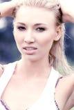 Blondine mit dem nassen Haar Stockbild