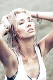 Blondine mit dem nassen Haar Lizenzfreies Stockfoto