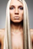 Blondine mit dem schönen langen Haar Lizenzfreie Stockfotos