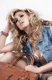 Blondine mit einem Beutel Stockbild