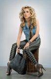 Blondine mit einem Beutel Stockbilder