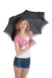 Blondine mit einem schwarzen Regenschirm Lizenzfreies Stockbild