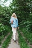 Blondine mit einer Tasche Lizenzfreies Stockbild