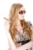 Blondine mit einer Zigarre Stockfoto