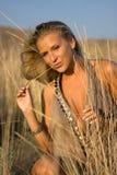 Blondine mit Stroh Lizenzfreie Stockbilder