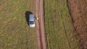 Blondine rufen in Schwierigkeiten um Hilfe telefonisch Notfall-dron, Vogelperspektive 4K stock footage