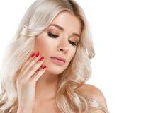 Blondine-schönes Porträt Kosmetisches Konzept, Platin Blon Lizenzfreie Stockfotografie