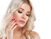 Blondine-schönes Porträt Kosmetisches Konzept, Platin Blon Lizenzfreie Stockfotos