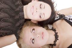Blondine und Brunette Lizenzfreie Stockfotos
